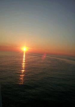 バルト海からの朝陽